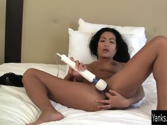 oriental d like to fuck tia vibrating her snatch