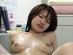 massage therapist finger fucking her snatch