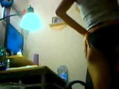 hawt hot oriental livecam chick dancing to the