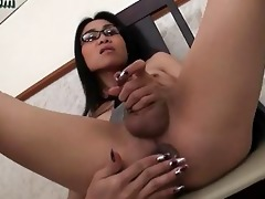 hawt tranny with glasses freting her pounder